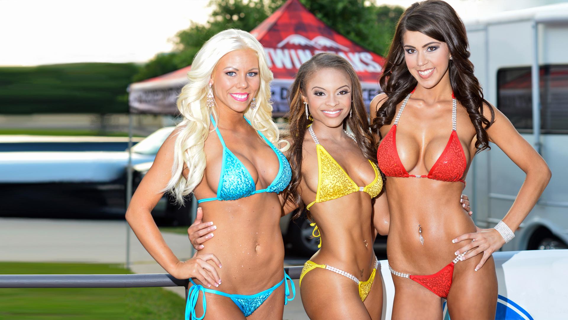 TwinPeaks Austin - Bikini